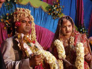 Asha und Rocky auf dem Hochzeitsthron