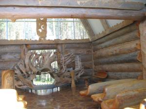 Eva Ryynäsen Kirche innen mit Blick Altar